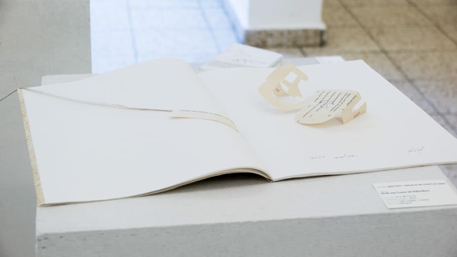MS03 Welt aus-Lesen ist Schreiben 43 × 29 × 5 cm Heft / Papier / Tusche 2013