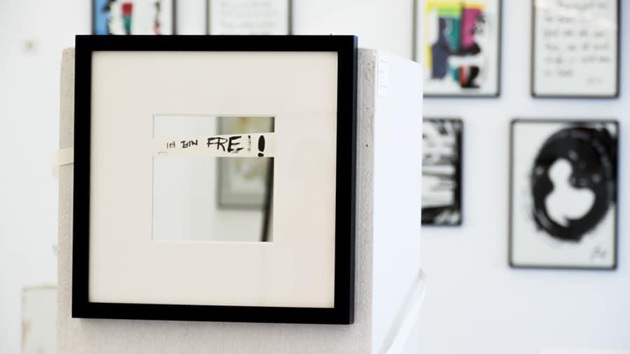 MS08 Stille Einsicht – Reinsicht 33 × 33 × 3 cm Papier / Spiegel / Tusche / Passepartout / Rahmen 2013